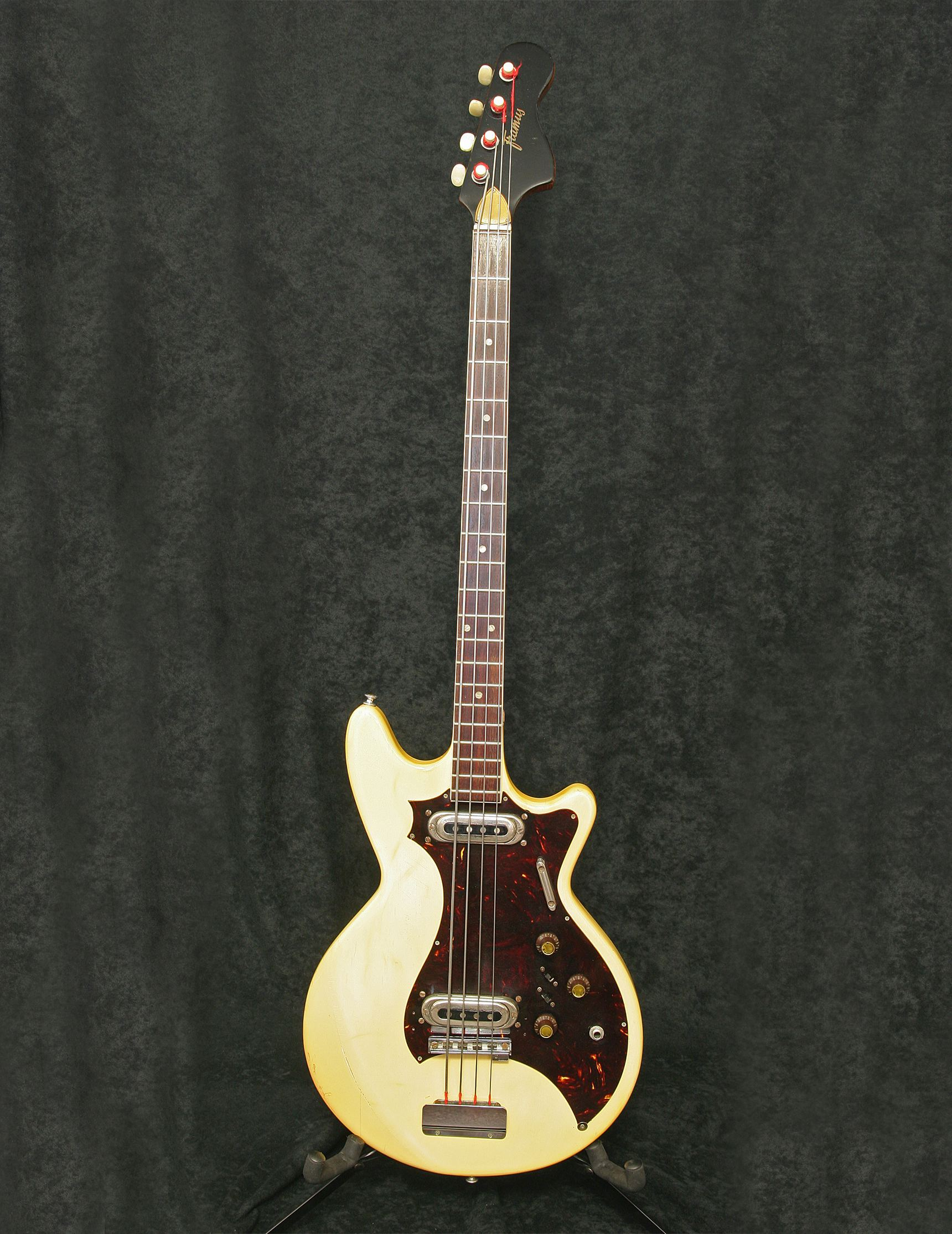 Framus Strato Star Bass 5/156 body front