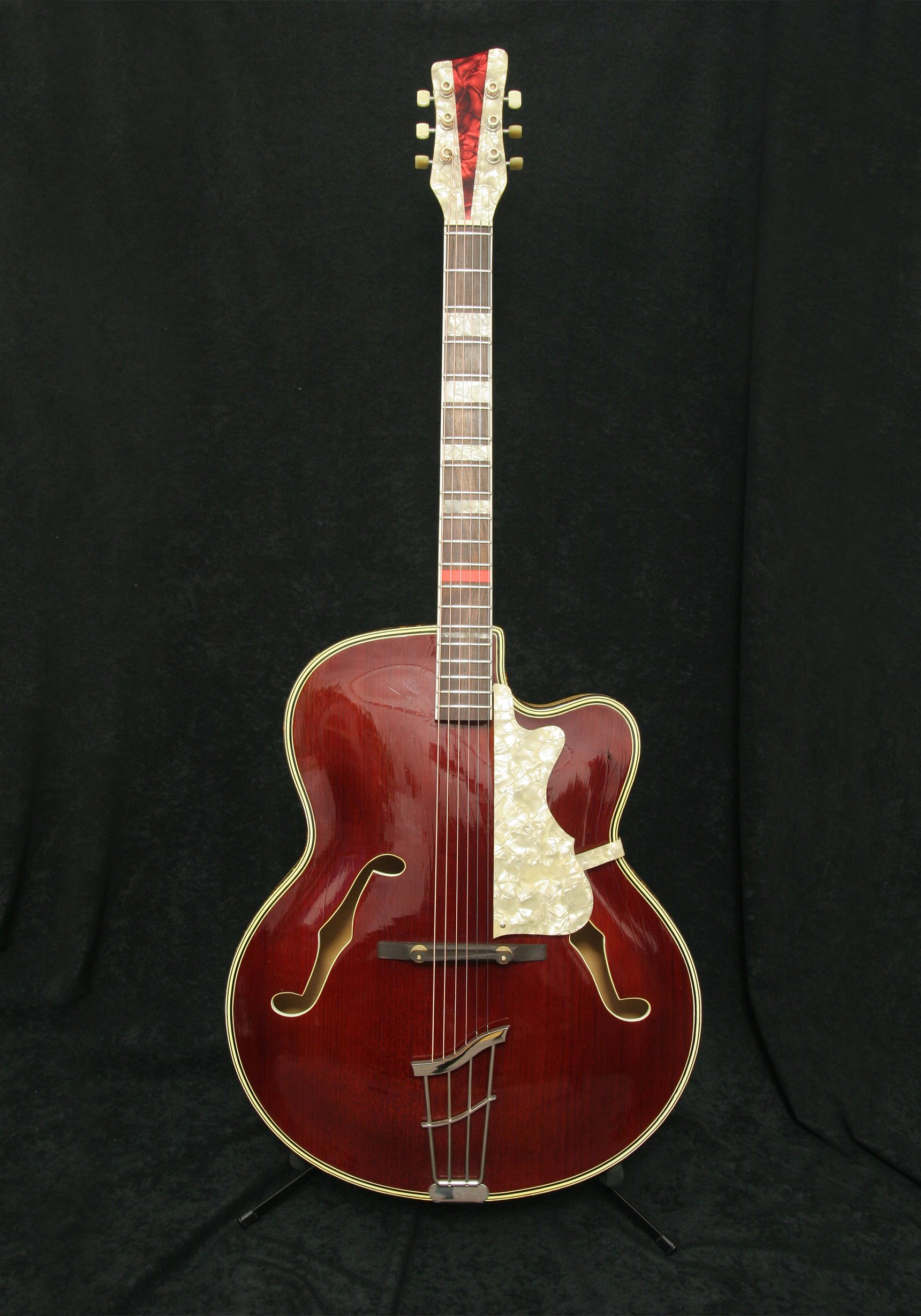 Rodebald Hoyer Jazzstar Cherry body front